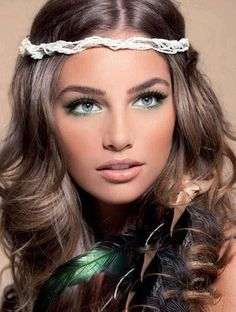I love everything about this photo! Hair, makeup, accessories...Gorgeous!