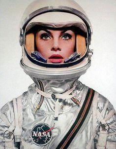 Jean Shrimpton in a space helmet. Fotografia Diária 1/1