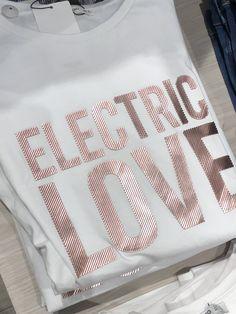 Fashion Graphic, Fashion Prints, Shirt Print Design, Shirt Designs, Hot Fix, Embroidery Techniques, Fashion Details, Slogan, Printed Shirts