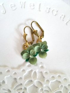 Violet Pansy Earrings. Vintage gold brass dangle earrings green flower earrings green bridesmaid earrings romantic valentine gift for her by MyJewelsGarden Resin Real Flowers Jewellery Made in Italy by Myjewelsgarden