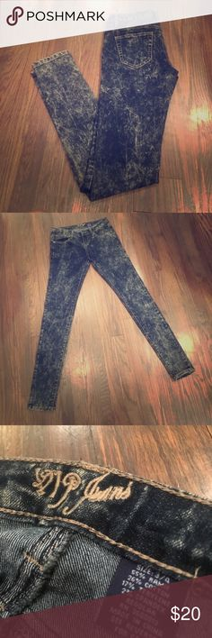"""VIP Jeans! VIP Jeans! Size 3/4! Too Cute acid washed jeans! Never Worn! -NWOT The inseam measures 30"""" and the rise measures 10"""" Pants Skinny"""