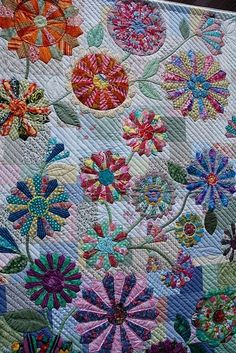 Beautiful Dresden Plate quilt by Mariahope Dresden Plate Patterns, Quilt Patterns, Dresden Plate Quilts, Flower Quilts, Circle Quilts, Applique Quilts, Quilting Designs, Quilt Design, Quilting Ideas