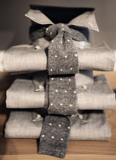 Muito bom. Comprar o combo camisa+gravata na mesma loja pode oferecer combinações bem legais e já testadas.