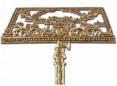 Atril de pie fabricado en bronce con base de tres apoyos / Religious bronzen lectern stand  (2/4). http://www.articulosreligiososbrabander.es/atril-de-pie-y-madera-con-base-de-tres-apoyos.html