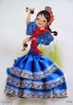 primeras postales españolas en 3D, estaban los vestidos cosidos y bordados al papel