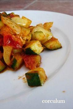 Souboj dvou receptů: je lepší tento cuketa se zeleninou, omáčkou a sýrem ricotta, nebo zvítězí cuketa s těstovinami, paprikou a smetanou? ♥ http://corculum.blogspot.cz/