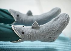 Crochet Shark Slippers Pattern Free Shark Socks Extract From Knitted Animal Socks And Hats Fiona Baby Booties Knitting Pattern, Crochet Baby Booties, Baby Knitting Patterns, Knitting Socks, Crochet Socks, Knitting Tutorials, Crochet Granny, Loom Knitting, Free Knitting
