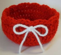 Red crochet bowl, pattern given