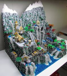 The LOTR build took over 250 hours and is made up of over 120,000 bricks!
