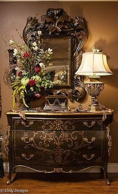 If you are having difficulty making a decision about a home decorating theme, tuscan style is a great home decorating idea. Many homeowners are attracted to the tuscan style because it combines sub… Home Decor Accessories, Decorative Accessories, Decoration Baroque, Diy Decoration, Tuscany Decor, Tuscan House, Tuscan Decorating, Old World Decorating, Interior Decorating