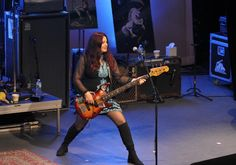 nette bilder von bass mädels | Seite 272 | Musiker-Board