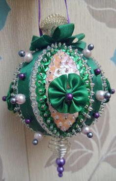 New Leaf Crafts: 'Spring In November' Sequin Christmas Ornament tutorial