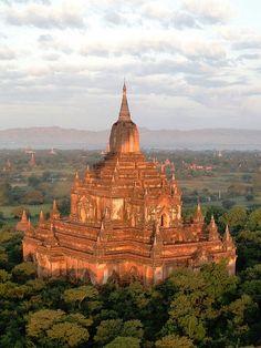 The ancient temples of Bagan, Myanmar (by roberto maldos).
