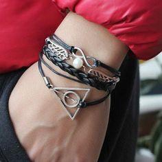 Cute Wings Deathly Hallows Infinity Bracelet – BagBp.com Bracelets Design, Unique Bracelets, Fashion Bracelets, Fashion Earrings, Gold Bracelets, Vintage Chanel, Top Vintage, Gold Bracelet Indian, Antique Engagement Rings