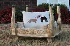 Dog bed: In Old White. Painted with Chalk Paint