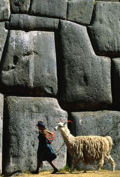 Sacsayhuaman,Cuzco Peru - Perfect pic - That woman is a descendant of the Inca culture. Machu Picchu, Ancient Aliens, Ancient History, European History, American History, World Discovery, Site Archéologique, Peru Travel, Ancient Architecture