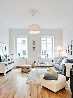 A small living room can offer a couple of layout challenges, but with the ideal design ideas, small areas can be changed to create splendid living spaces. See our best living room design that can give you the best inspiration ! Small Apartment Living, Home Living Room, Living Room Designs, Living Room Decor, Living Spaces, Small Living, Rustic Apartment, Living Room Inspiration, Home Decor Inspiration