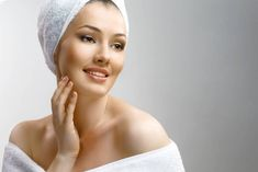 How to get lighter skin fast and naturally? Here are 33 easy ways to help lighten your skin. All Natural Skin Care, Anti Aging Skin Care, Whitening Cream For Face, Skin Whitening, Home Remedies For Skin, Acne Remedies, Toenail Fungus Treatment, Skin Brightening, Healthy Skin