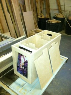 this is ambitious, but very cool make boxes just short enough to sit on book shelves.stain possily to match or paint in bright comic colors Comic Book Rooms, Comic Room, Comic Book Storage, Comic Book Display, George Nelson, Woodworking Projects, Diy Projects, Project Ideas, Atelier Design