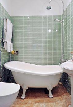 30 Tiny Bathroom Design And Decor Ideas With Small Tub Clawfoot Tub Bathroom, Diy Bathroom, Simple Bathroom, Modern Bathroom, Bathroom Ideas, Bathroom Designs, Bath Tub, Remodled Bathrooms, Bathroom Hardware