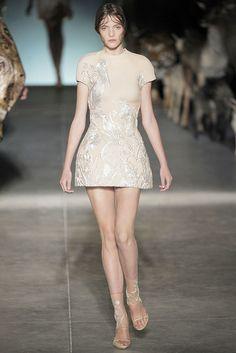 Alexander McQueen Spring 2009 Ready-to-Wear Fashion Show - Imogen Morris Clarke