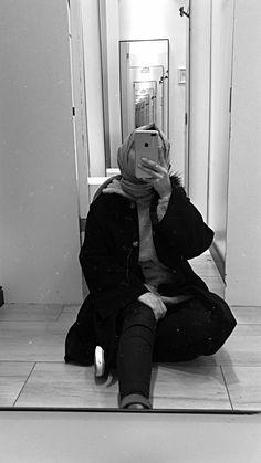 Hijab Swimwear Shorts Models 2020 Source by ideas hijab Stylish Hijab, Casual Hijab Outfit, Hijabi Girl, Girl Hijab, Hijab Styles, Fake Girls, Hijab Fashionista, Mode Simple, Fake Photo