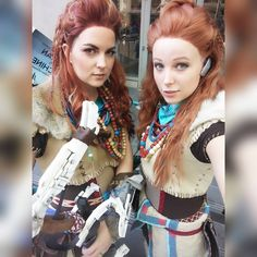Aloy - Horizon Zero Dawn cosplay by Cosplayer (left): Lady Staba Cosplayer (right): Meagan Cosplay Cosplay Ideas, Costume Ideas, Horizon Zero Dawn Cosplay, Steampunk Cosplay, Animal Costumes, Cerulean, Female Characters, Most Beautiful, Video Games