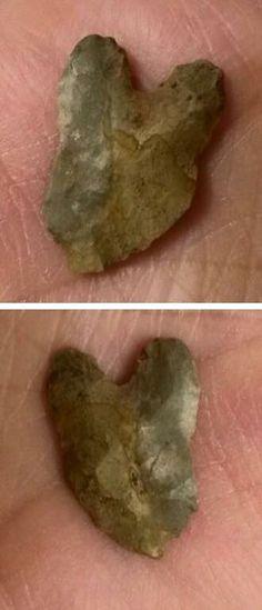 LeCroy arrowhead found in Sangamon County, Illinois. Collection of Stephen Parfitt, Springfield Illinois. Native American Tools, Native American Artifacts, American Indian Art, Native American History, Native American Indians, Indian Artifacts, Ancient Artifacts, Springfield Illinois, School Of Rock
