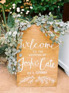 wedding welcome sign - photo by Danielle Poff http://ruffledblog.com/autumn-wedding-at-the-roth-estate