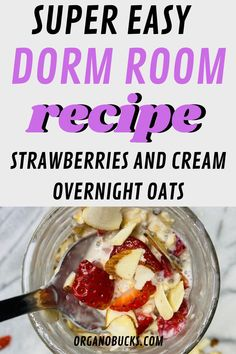 Easy overnight oats that are perfect for busy college students on the go. This healthy recipe can be made in your dorm room and can be eaten for breakfast or aa a healthy dorm room snack for later. #overnightoats #vegan #healthysnacks #healthybreakfast #healthysnacks Healthy College Snacks, College Meals, College Hacks, Healthy Cooking, Healthy Recipes, Easy Overnight Oats, Healthy Breakfast Smoothies, Freshman Year, Strawberries And Cream