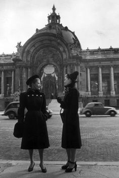 Paris street style, 1946