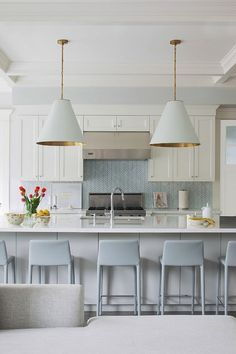 When it comes to my design sensibilities, I always flip flop between a more modern aesthetic, and my verging-on-traditional tastes. While I'm not one to believe that it needs t…