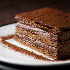 Yummy chocolate dessert with crispy thin pastry layers. Köstliche Desserts, Chocolate Desserts, Delicious Desserts, Dessert Recipes, Yummy Food, Cake Cookies, Cupcake Cakes, Cupcakes, Sweet Recipes