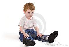 young-upset-boy-sitting-down-13523978.jpg (400×277)