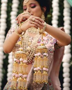 Here Are Some Bridal Jewellery Inspiration For All Wedding Functions. Bridal Bangles, Wedding Jewelry, Wedding Nails, Bridal Chuda, Indian Jewelry Sets, Design Floral, Indian Bridal Outfits, Bridal Accessories, Bouquet Wedding