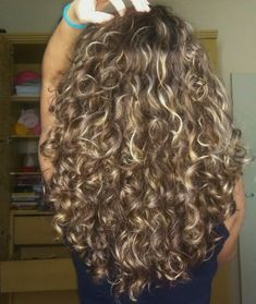 Blonde Curly Hair, Colored Curly Hair, Curly Hair Care, Curly Hair Styles, Natural Hair Styles, Brown Curly Hair, Blonde Wig, Natural Hair Growth, Black Hair
