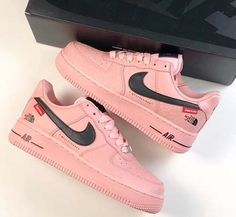 Nike air force 1 x supreme x the north face - shoecolla Tennis Shoes Outfit, Nike Tennis Shoes, Sneakers Nike, Casual Shoes, Nike Shoes Air Force, Nike Air, Leopard Print Sneakers, Popular Sneakers, Volleyball Shoes