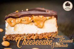 Ich hatte da so ein Bild vor Augen. Ein perfekter New York Cheesecake, eine cremige Schokoladeschicht oben drauf und eine Karamellcreme, die nach dem Anschnitt langsam und so unter der Schokolade h…