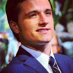 Josh Hutcherson- His crooked grin ahhhh <3