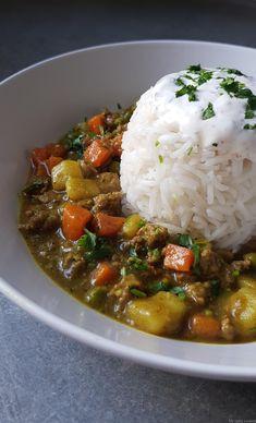 Pour le curry de boeuf et de légumes, je me suis inspirée d'une recette trouvée sur le blog de «The wok so life» . Il est tout simplement délicieux avec une sauce onctueuse et bien épicée. J'ai accompagné ce plat, avec un riz basmati et une sauce à la coriandre. Vous pouvez très bien le...