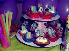 Rainbow birthday party cupcakes rainbow