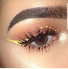 Schminkideen Yellow winged eyeliner make-up The Consolati Makeup Eye Looks, Eye Makeup Art, No Eyeliner Makeup, Cute Makeup, Skin Makeup, Winged Eyeliner, Smokey Eyeshadow, Eyeliner Ideas, Beauty Makeup