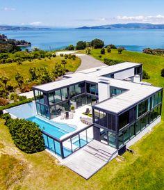 Sélection de maisons design par l'Agence de l'Oliveraie Prestige. http://www.immobilier-oliveraie.com/Vente-prestige.html #design #villa #architecture