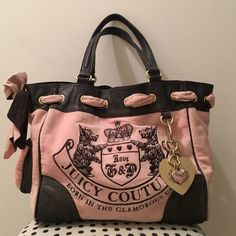 Juicy Couture Velour Daydreamer Handbag Gently used Juicy Couture Handbag. Open to reasonable offers! Juicy Couture Bags Shoulder Bags