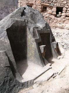 The Megalithic Portal and Megalith Map:Side view - photo by Brien Foerster