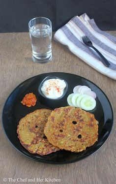 Thalipeeth is a flat bread made up of Bhajani,which is basically a flour mix of various grains and pulses.Bhajani(thalipeeth flour) is . Lunch Recipes Indian, Indian Snacks, Maharashtrian Recipes, Healthy Food, Healthy Recipes, Flat Bread, Evening Snacks, Naan, How To Make Bread