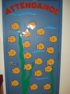 love this idea, every morning they find the fish with their name on it and put it on the attendance board Preschool Sign In, Preschool Boards, Preschool Kindergarten, First Grade Classroom, Future Classroom, Classroom Themes, Attendance Board, Attendance Ideas, Teaching Schools