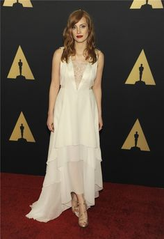 Jessica Chastain - Petite celebrities with style. Re-pin via petitestyleonline.com