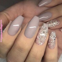 False nails have the advantage of offering a manicure worthy of the most advanced backstage and to hold longer than a simple nail polish. The problem is how to remove them without damaging your nails. Cute Acrylic Nails, Glitter Nail Art, Acrylic Nail Designs, Nail Art Designs, Pink Glitter, Nails With Glitter Tips, Nail Designs With Glitter, Fancy Nails Designs, Coffin Nails Glitter