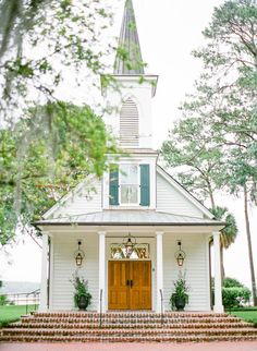 church wedding Sophisticated Southern Wedding at The Inn at Palmetto Bluff Old Country Churches, Old Churches, Chapel Wedding, Church Wedding, Wedding Gold, Dream Wedding, Wedding Ceremony, Wedding Venues, Perfect Wedding